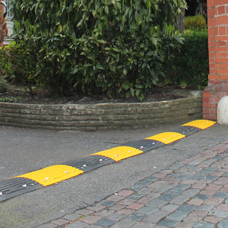 Black-yellow-speed-ramp-1