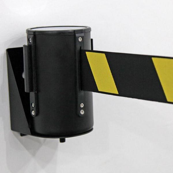 Wall-mounted-belt-barrier-2
