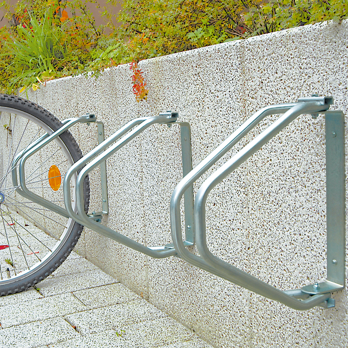 Wall_mounted_cycle_stand