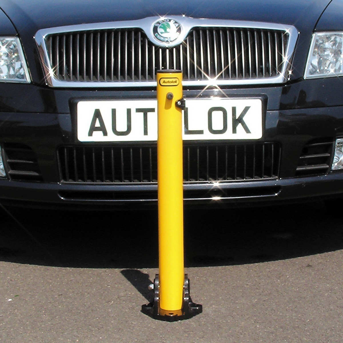 Folding_parking_post_yellow