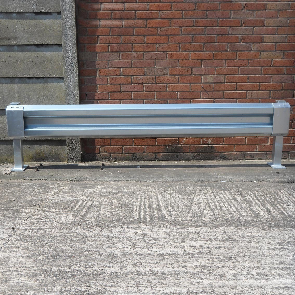 Sectional_steel_barrier_with_pedestrian_friendly_ends