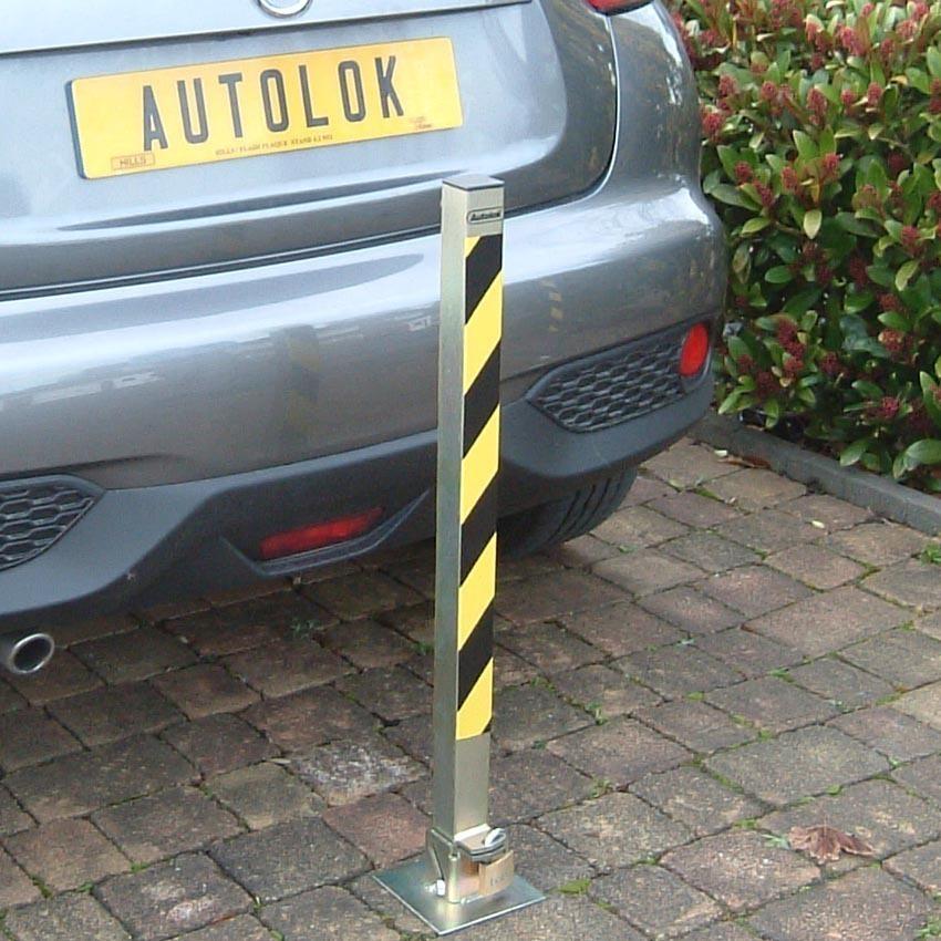 Tallboy_hinged_parking_post