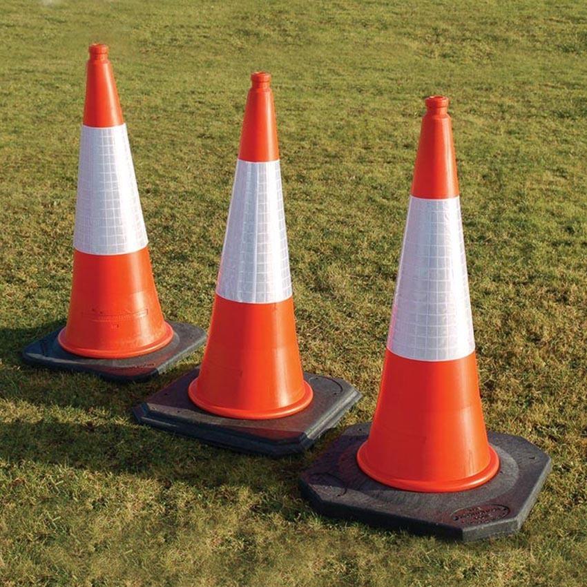 Sk7039_traffic_cones