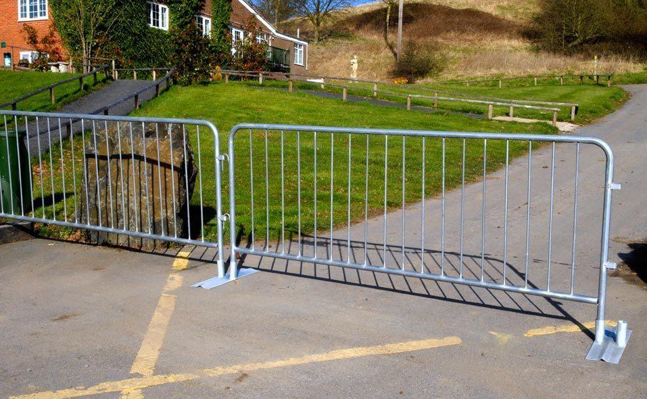 Flat_foot_bar_barrier